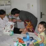 Geschenke für die aidskranken Kinder