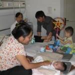 Besuch und Geschenke für die aidskranken Kinder