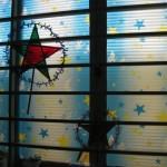 Das Fenster mit Mondfest-Dekoration